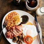 Enjoy a traditional #FullEnglish this #BankHoliday, RT & follow us to #win! Winner at 4PM #Competition https://t.co/EGmgEUfBLv