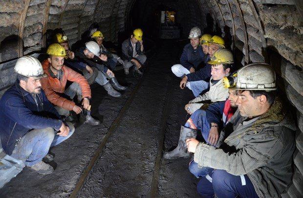 Madende açlık grevi sürüyor. 65 işçi hastanelik oldu. İçerdeki işçilerin aileleri de dışarda eylemi sürdürüyor https://t.co/sE9BiAuG0V