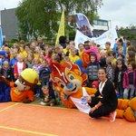 Nelly Cooman opent Schoolplein 14 bij basisschool de Waterlelie #Zoetermeer https://t.co/TqiSdB5Mcd https://t.co/YgvqoeJUfg
