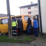 Osorno, Calle Teniente Jímenez, Choque de furgón escolar con Edificio. Tres lesionados VIA @nicocraco https://t.co/9ri9g2ke2A