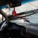 J.Wetling esq Cap J Davila furgon escolar conducido por mujer probable falla frenos choco edificio 4 niños leves. https://t.co/s7KGiX2hRO