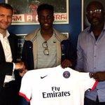 [#L1] Timothy Weah (16ans), qui a signé un contrat dapprenti jusquen 2018 au PSG, a reçu une prime de 35 000€ ! https://t.co/GqMxFDcYlF