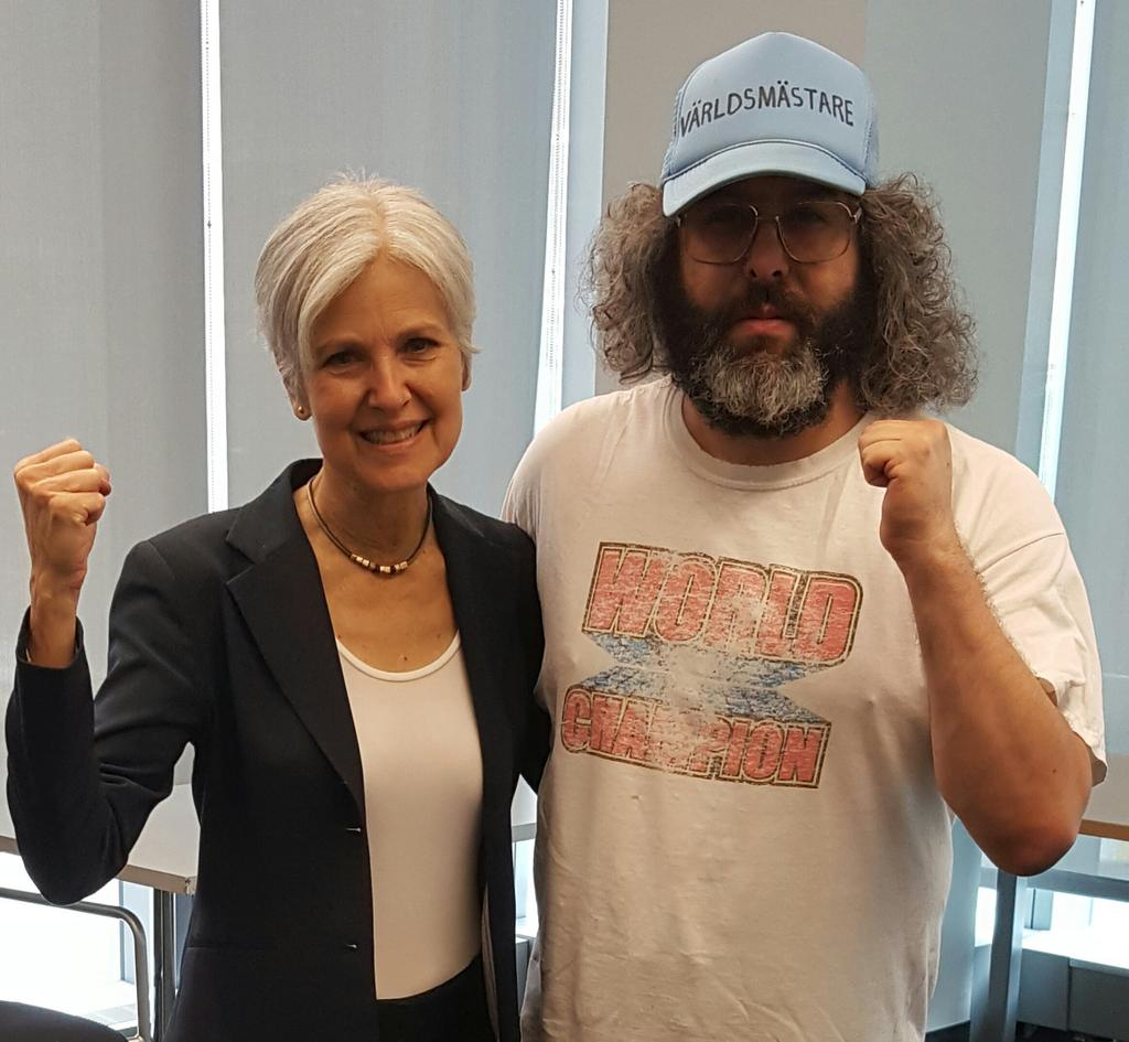 Meet the presidential candidate the mainstream news media doesnt want you to know about. Say hello to @DrJillStein https://t.co/HzK3qoHFbG