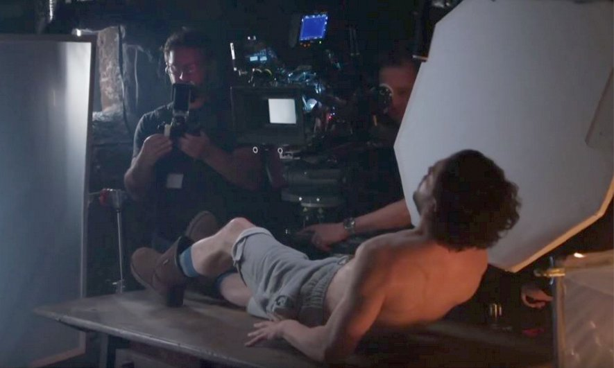 So while Kit Harington was filming one of the most anticipated scenes in TV history he was wearing Uggs. https://t.co/SSVtEBHNiy