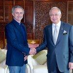 BREAKING! Jose Mourinho signs Najib Razak to Manchester United. #WelcomeNajib https://t.co/lTsoQwvbyU