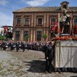 La imagen del Patrón de la Ciudad ponía fin al discurrir de los santos sevillanos en esta procesión del Corpus. https://t.co/0gOqywwxc1