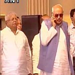 Farooq Abdullah Insults National Anthem.Talking On Mobile While It Was Being Played At Mamatas Swearing In Ceremony https://t.co/7rnOnoZTpU