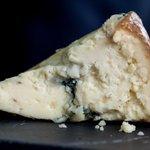 Un queso, un vino y buena compañia el mejor plan para un viernes noche #Tradevo #TradevodeMar #sevilla https://t.co/j7JFBVHrCX