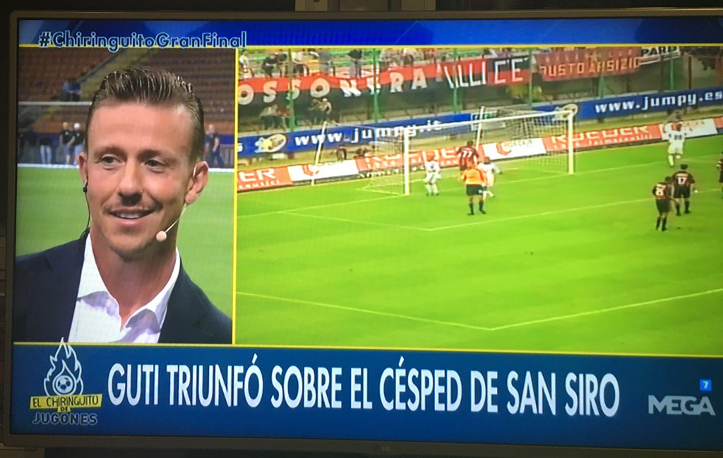 Enganchada viendo @elchiringuitotv  fin de semana futbolero! #chiringuitoGranFinal con @GUTY14HAZ