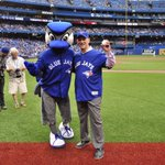 Throwing out tonights first pitch was David Mirvish, the president of @Mirvish and the loveable Honest Eds! https://t.co/PlP4EqyCFo