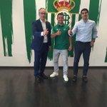 Bienvenido al Real Betis @RizaDurmisi! El jugador oficializa su fichaje en su Facebook. https://t.co/pqH2x2Mkzj