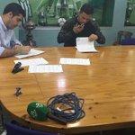 Riza Durmisi ha publicado en su perfil de facebook el momento de la firma del contrato con el #RealBetis https://t.co/q7bCvxZyB5