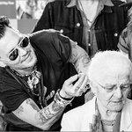 Johnny Depp helps an elderly lady get a hearing aid…as Amber Heard sobs leaving court https://t.co/cYBUWqvbaJ https://t.co/b4130uYL3u