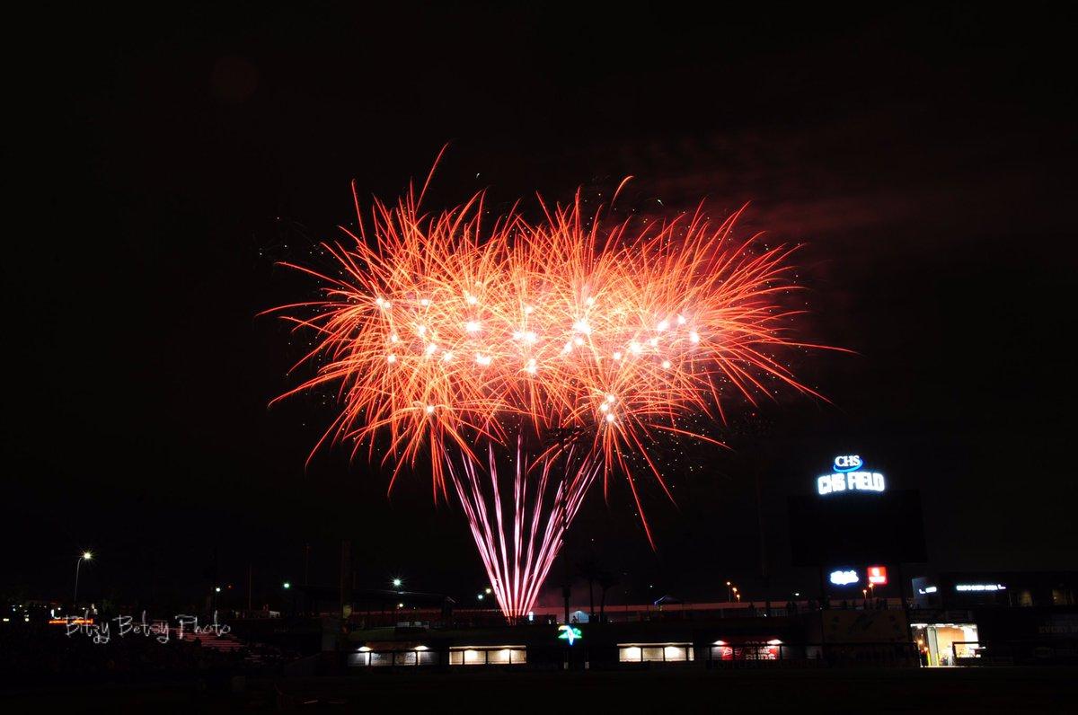 Fireworks pics from tonight's @StPaulSaints game. #onlyinmn https://t.co/NPou6U3MBf