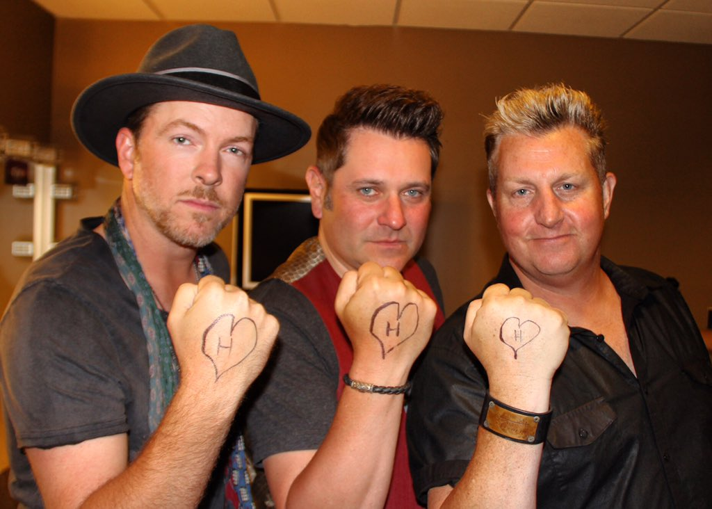 Me & my #rascalflatts gang are pulling for ya Hollis Doherty thinking & prayin for ya buddy #hopeforhollis @doretti1 https://t.co/820GlYAOPt
