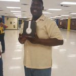 Rashod wins a set of Beats at the after prom. #BestYearEver https://t.co/hGN1vrY8yi