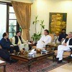 Chairman Imran Khan & Ch Pervaiz Khattak Meeting With Journalist Of Peshawar In CH House. https://t.co/YM419NNWJ5