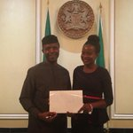 "#PHOTO ""@iamfatdon @Gidi_Traffic Lady Spotted Carrying Placard Asking For Employment Meets Osinbajo. #GIDITRAFFIC https://t.co/gzmiPtK4XU"