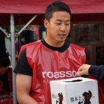 ヴィッセル神戸のGK山本海人選手、FW小川慶治朗選手、GK松澤香輝選手も募金活動にかけつけてくれました!#roasso #vissel #チカラをひとつに #Jリーグ https://t.co/LiD5DwsLOq