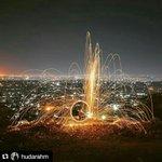 Bukit Gombel salah satu tempat paling romantis di Semarang saat malam hari dengan pemandangan kerlap-kerlip lampu https://t.co/aA2NekmEnW