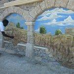 #Marseille : au Roucas, une fresque fait revivre les murs https://t.co/Q1fARtzGlz https://t.co/A5UTW9pSai