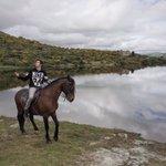 Hola. Vengo a deciros que estoy montado en un caballo y que esto parece El Señor de Los Anillos y me voy. Adios. https://t.co/03ngfPMSUY