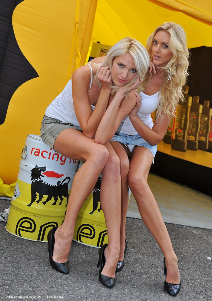 Jitka & Petra #upskirt #panties #pussy https://t.co/sAOPNkK8Y2