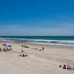 Beach season is back this #MemorialDayWeekend! Whats your favorite #NYC beach? https://t.co/jd4Vvz5Z7t https://t.co/iXQ31QiLoA