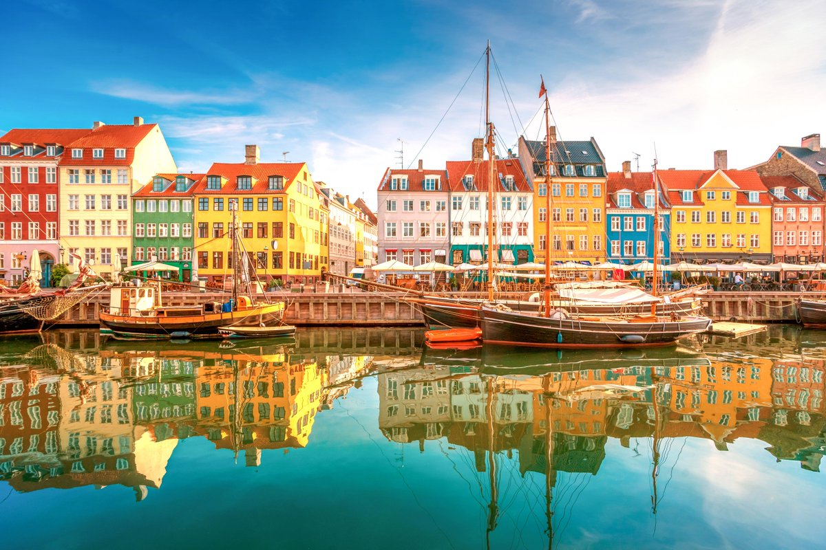 #StunningSaturday Nyhavn: beautiful waterfront of Denmark's Copenhagen.  How to get there: use DSB's rail network. https://t.co/qbBu1APf9X