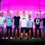 Para una campaña, Nike logró reunir a Zambrotta, Vieri, Maldini, Ronaldo, Ronaldinho, Cannavaro y Figo. Fotón. https://t.co/VXqoN4I60O