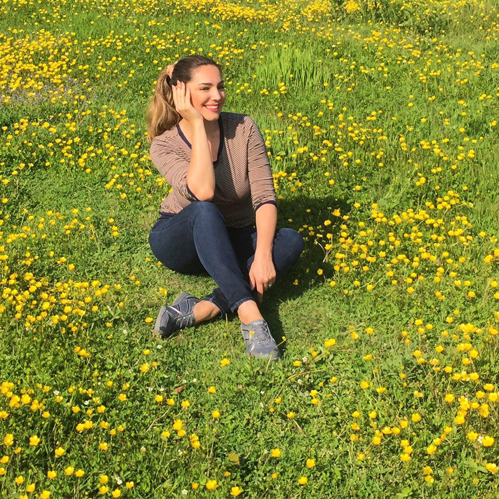 Sitting in a Field of Buttercups wearing @Skechers RelaxedFit shoes ❤️ https://t.co/biukXTE4bk