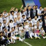 Ya la tienen en las manos???? ???? | Así celebró el @realmadrid su undécima Champions ???? https://t.co/xqAmHzr72w #UCLFinal https://t.co/5GEhExwtnn