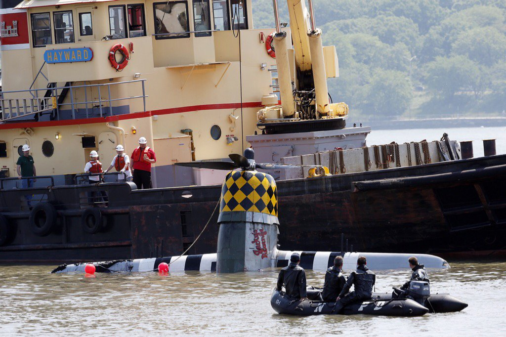 WWII plane pulled from Hudson River after crash that killed pilot
