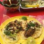Tacos de barbacoa callejeros en #Cuernavaca; calle Carlos Cuaglie Buenos para la Cruz #dondecomer la https://t.co/7IlLCxfiFj