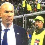 #LiveBolanet Penampakan di San Siro: Orang dibelakang Zidane itu mirip Benitez yak ???? https://t.co/5v1SUmrGuO