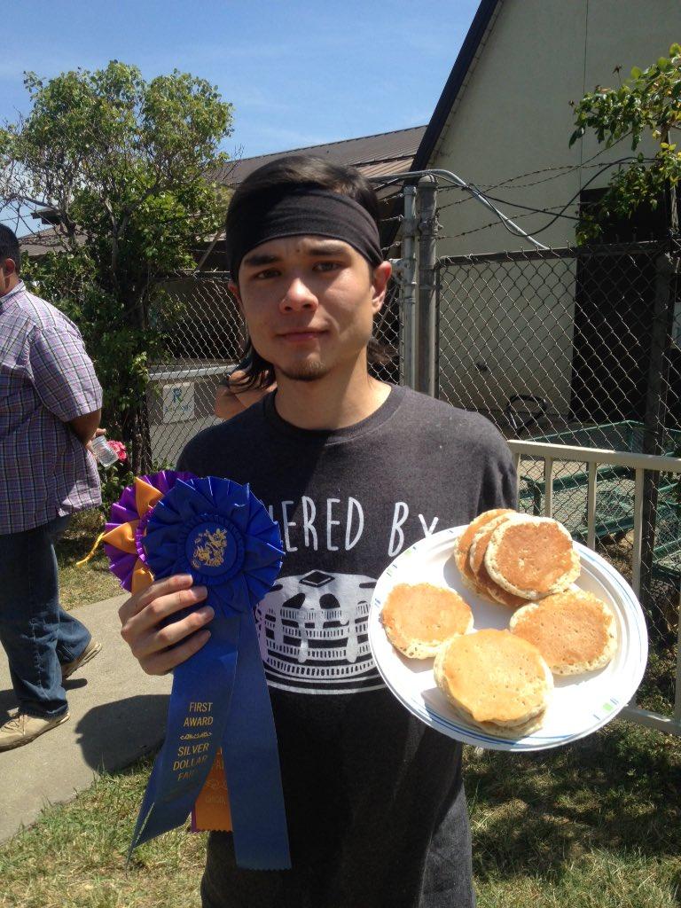 Your @SilverFair Champ is @MattStonie 113 1oz Silver Dollar Pancakes in 8 min! https://t.co/ajLA5d8phH