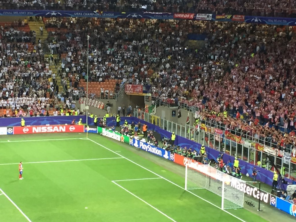 juanfran approaches the atletico fans to beg forgiveness. the whole stand rises to applaud him https://t.co/iCsQ4Iq8mv