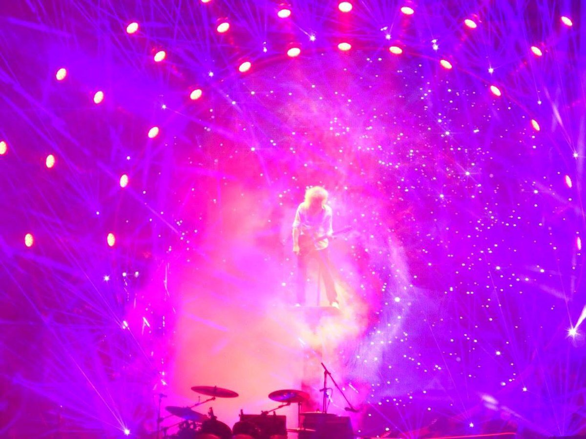 took this photo of @DrBrianMay in Cologne yesterday. so magical