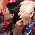 Bob Rae makes gag motion with hand when Trudeau praises Harper at convention https://t.co/k5sWGqqQFY #cdnpoli https://t.co/bEUGoGi3ay