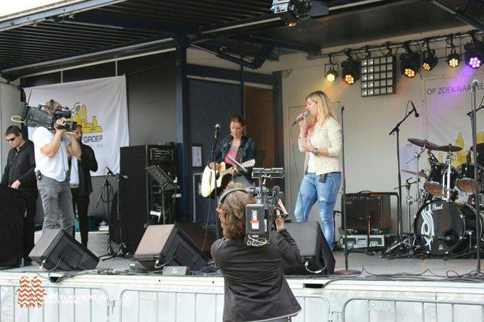 Live optreden van de band Split Second op het Wilhelminaplein in Naaldwijk ten bate van Westlandse Ride https://t.co/TeJMu1m8fb