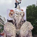 🏆 #LaUndecima  La Diosa Cibeles & @SergioRamos   #HalaMadrid https://t.co/P6ph70pIrE