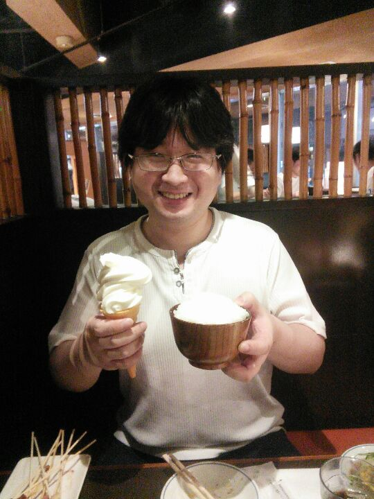 アイスクリームと白米を同時に持ってきたやべーやつ!どこかの店長らしいですよ #中野TRF https://t.co/kWU75Sf0XC