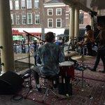 Mooi feestje op de Nieuwe Rijn in #Leiden, platenzaak Velvet viert zn 25e verjaardag @Mr__Mississippi @velvetleiden https://t.co/GWwBrIhdZL