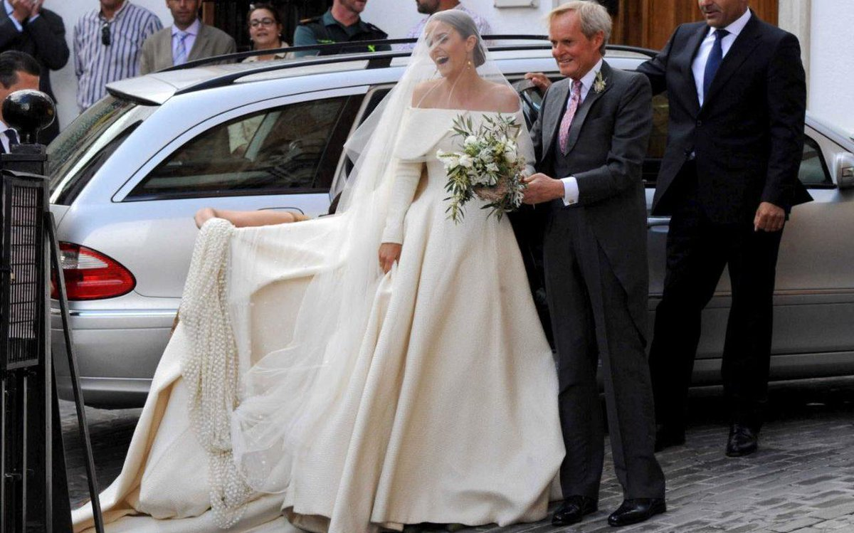 Duke of wellington triumphs in wedding dress battle as daughter lady ...