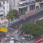 LAP 32/78: RIC into pits but crew not ready with the tyres & heads out metres behind HAM #MonacoGP #F1 https://t.co/1UbwivNENb