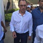 Ya llegó el profe Alfredo Arias a #Guayaquil. A las 11:00 será presentado en el Capwell. @CSEmelec https://t.co/44pX1tlQkL