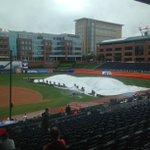 Tarp pulling in progress! #ACCBase @ClemsonBaseball vs. @FSUBaseball set for 11am on ESPN2 https://t.co/XpHcShIZJZ
