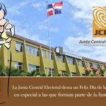 La JCE felicita a todas las madres dominicanas en su día, en especial a las que conforman esta gran familia. https://t.co/OX5oUOaiwK