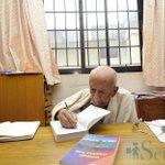 अत्यन्तै सम्मानित तस्विर।लेख्दै गरेका 93 वर्षीय आदरणीय लेखकको कोठामा 97 वर्षीय अर्का आदरणीय व्यक्तित्वको तस्विर । https://t.co/2hDHtHFWL6
