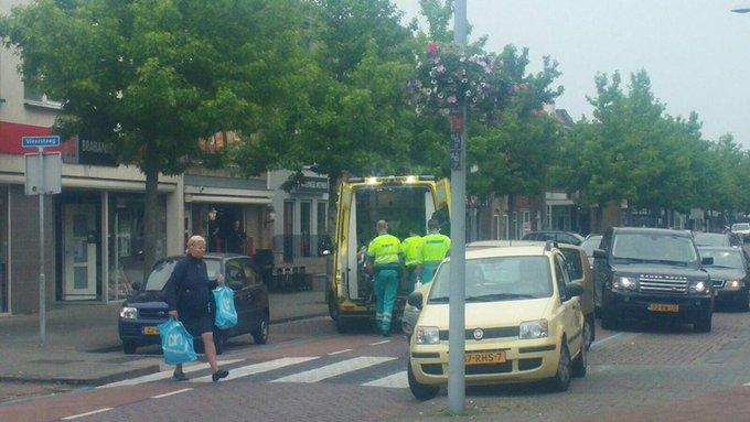 Ongeluk in Herenstraat Wateringen betrof voetgangster die uitgegleden was over rubber stoeptegel. Mee naar Z-H https://t.co/tP2JTNF7vd